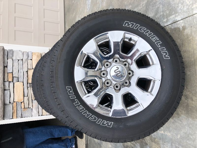 "Ford Super Duty 20"" Wheels/Tires"