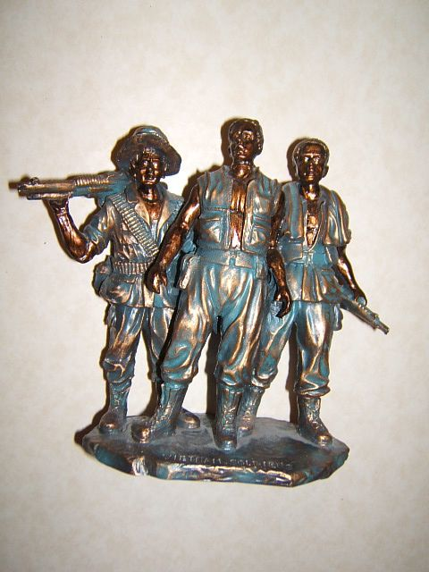 "Vietnam Veterans War Memorial Replica 7"" Statue Vietnam Soldiers"